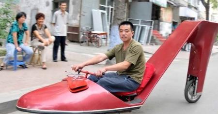 冰城市民自制高跟鞋形状电动车