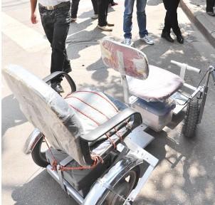 退休教师喜爱DIY 自制四轮电动车获国家专利