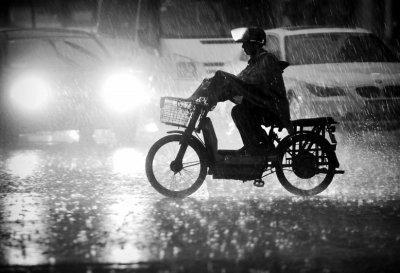 台风天气电动车防水性能遭考验 如何做好电动车防水措施?