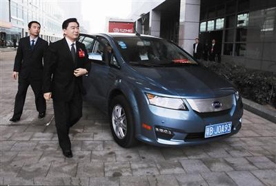 身体力行 推广比亚迪e6纯电动汽车高清图片