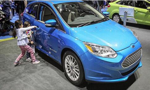 汽车生产商普遍降低电动汽车售价