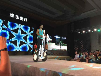 现场直击:Airwheel自平衡车智能电动车2015新品首发