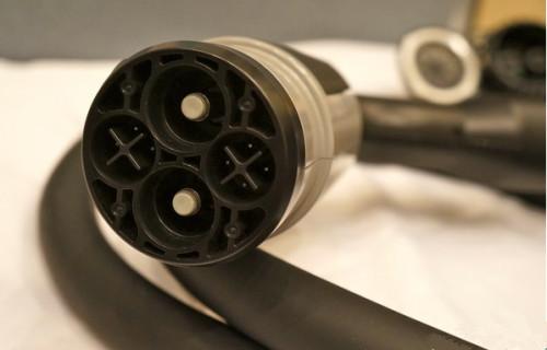 电动车快充接口三大标准厮杀 充电接口分久必合?