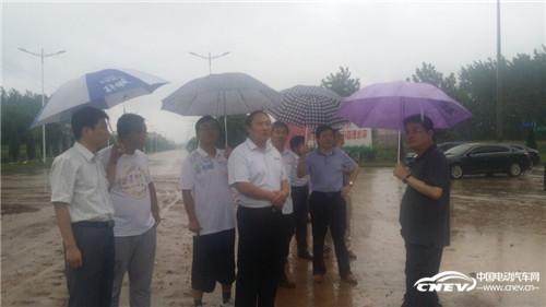 安庆市委常委、常务副市长刘大群到跃迪集团旗下安庆安达尔汽车制造有限公司视察指导