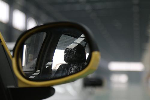 前车灯是汽车级专用led大灯,仿保时捷卡宴车灯设计,凸显奢华与质感.
