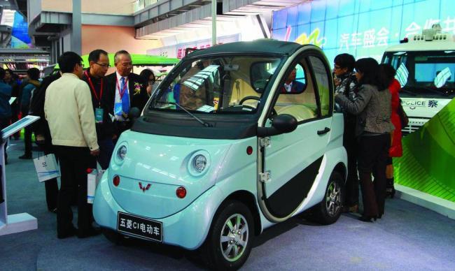 在徐州,郑州等以低速电动汽车为主的展览会上,所见是火爆的市场需求