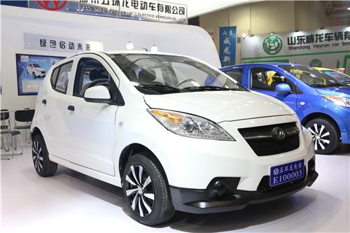 五环龙金星款小型电动汽车全线亮相济南