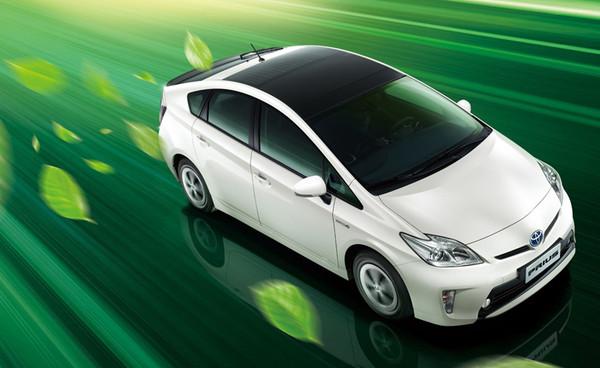 成功汽车首款新能源汽车亮相.