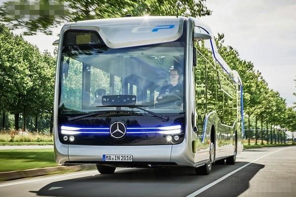 奔驰自动驾驶公交车 已在荷兰上路测试