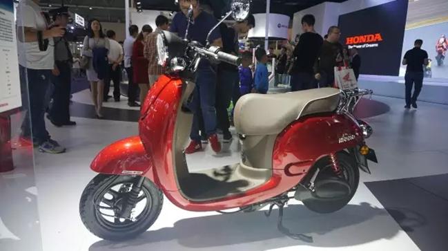 年度新能源车型奖——新大洲本田电动摩托车mono