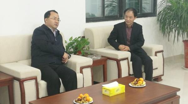 董事长张玉泉对时风集团董事长刘成强一行的来访表示欢迎