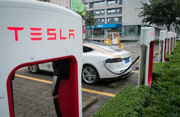 特斯拉禁止车主滞留充电桩 多留一分钟收0.4美元