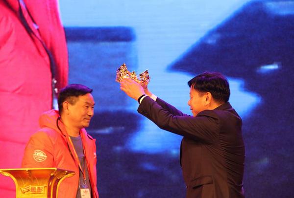 鹿守光董事长为年度冠军刘建强加冕