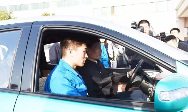 试乘试驾 远程对话——河南省委书记谢伏瞻莅临森源重工调研