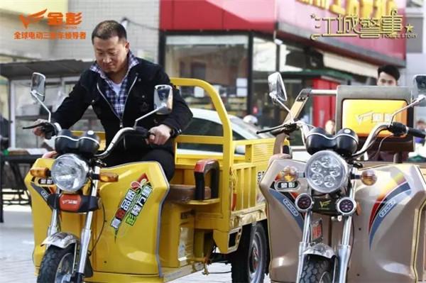 又一大剧男女主角骑的都是金彭车?3月17日《江城警事》见分晓!