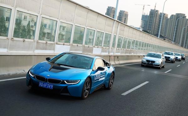 这支BMW新能源家族车队的成员,大家都不陌生。而BMW之所以派出这支军团,旨在释放一个重要信号电动出行已经成为宝马集团的重要发展战略。 就在上个月,宝马集团董事长科鲁格在集团年会上宣布新能源车战略升级,透露了公司在新能源车领域未来10年的产品布局、生产规划以及市场预期。