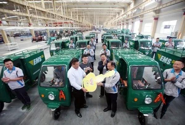 """大运机车""""牵手""""山西邮政速递物流 首批200辆三轮车已交付使用"""