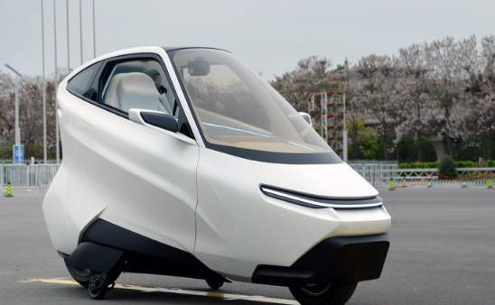 形似飞行器的两轮电动车上路  安全吗?