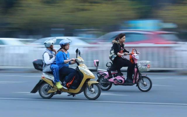 深圳福永出动近千人 整治电动车安全隐患