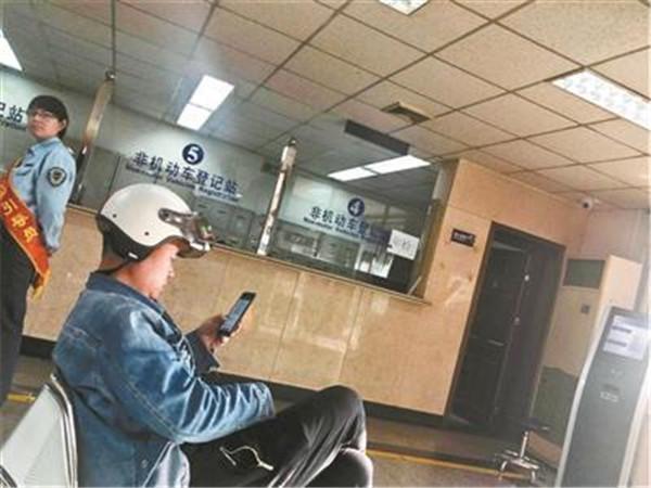北京电动车新规后现上牌热 临时标识暂不能办理