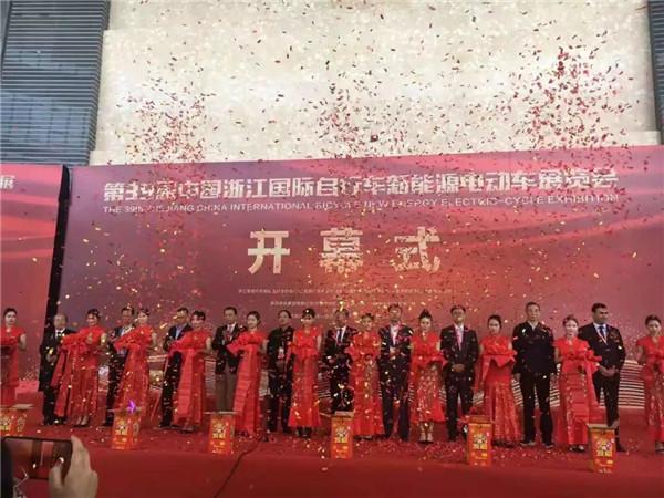 超威携新品亮相浙江展,外国技术专家都点赞超威科技!