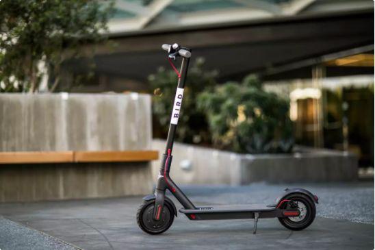 """共享单车""""凉了"""" 共享滑板车会是一门好生意吗?"""