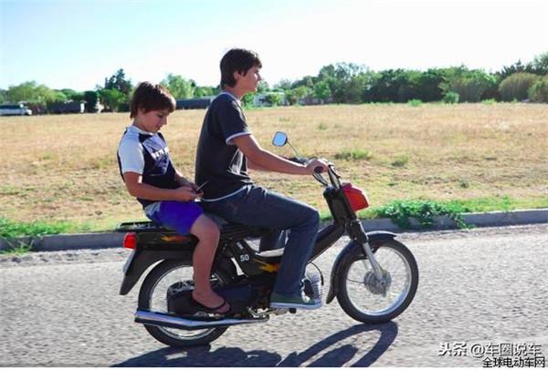新国标电动车限载1人,轻便电摩和电摩可以带几个人?