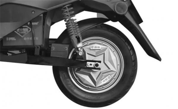 雅迪保养小妙招之四:控制器的保养 1.尽量避免长时间淋雨,一旦有水进入,会损坏控制器。为了安全起见,也尽量避免在有水的地方骑行。 2.避免频繁刹车以及用力刹车,时间长了会损坏控制器元件,也影响骑行安全。 3.避免长时间负荷使用,否则会引起控制器内部元件老化,缩短电动车使用寿命。 是否看到别人骑了一两年的车子比自己刚买的还新?