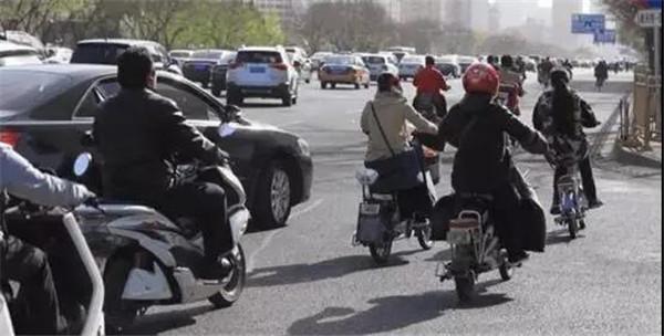 电动自行车新规明年4月15日起施行,与你的生活息息相关!