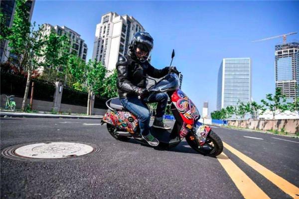 电动车新规后,电摩与汽油摩托车如何选择?