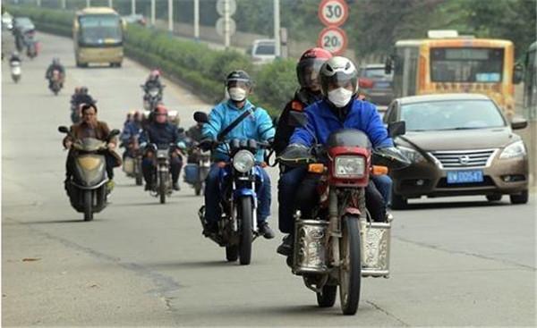 被查扣的无牌摩托车和电动车都哪去了?交警:合法处理