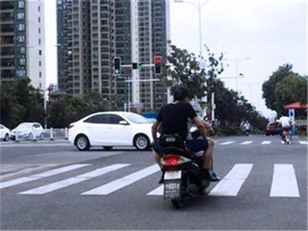 2018杭州电动车交通事故大数据出炉 看完就知道戴头盔有多重要!
