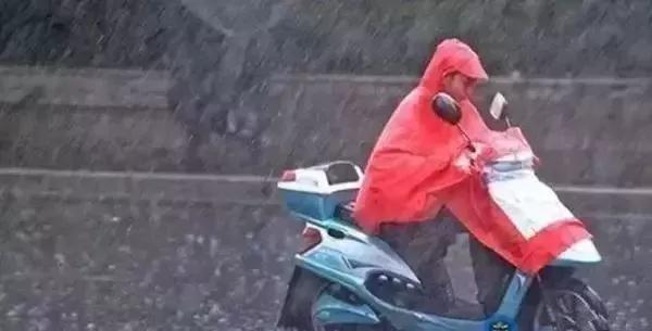 下雨天,电动车一旦进水影响可大了!