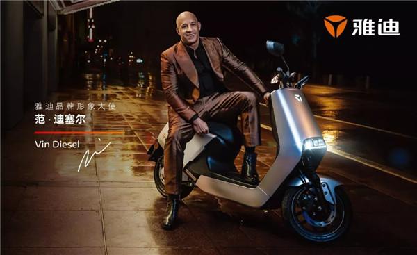 動作巨星范迪塞爾飆車,還是騎的雅迪?歐洲觀眾大呼過癮