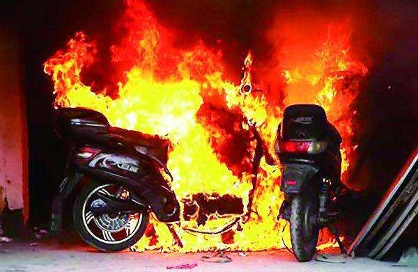到底多危险?电动自行车起火,仅7分38秒就超过1000℃