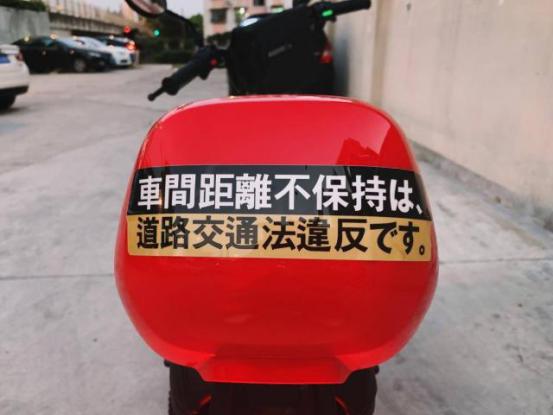 奶爸也爱骑电动车,还许诺要给女儿攒钱买新款!