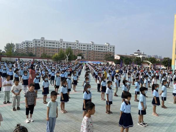 绿佳集团连续九年爱心捐赠,许昌鄢陵小学开学捐赠仪式