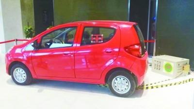 全国首辆磁共振无线充电电动汽车在南京问世