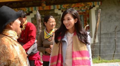 林志玲全程素颜出镜参加天津卫视的《囍从天降